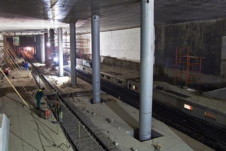 """Первая станция метро между Москвой и областью под названием  """"Мякинино """" сохранит свое название, сообщает РИА Новости ."""