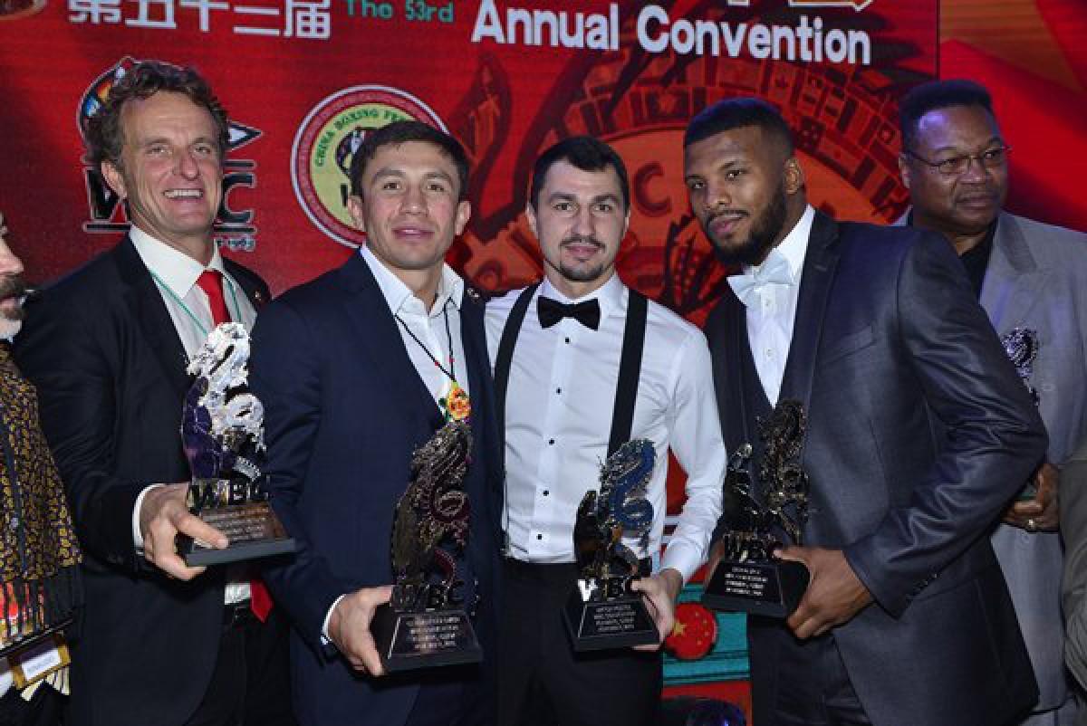 Чемпион мира по версиям WBA (Super), IBF, IBO и WBC (Interim) в среднем весе казахстанский боксер Геннадий Головкин получил награду от WBC