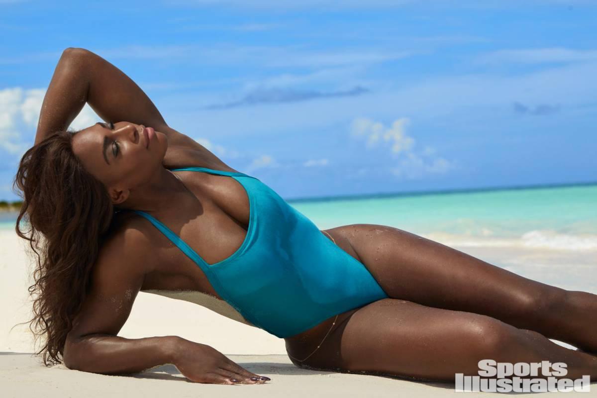 Фото африканок без купальников, Африканка загорает на шезлонге без бикини 8 фотография