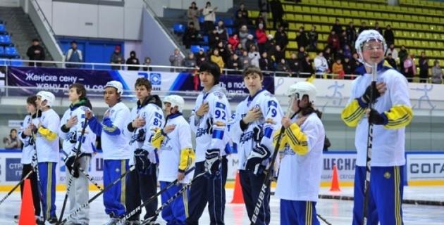 В Казахстане более четырех тысяч человек занимаются хоккеем
