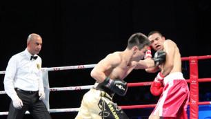 Алимбеков победил в первом бою Переза