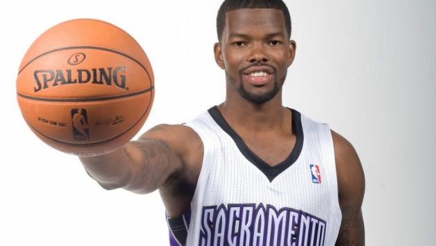 НБА оштрафовала баскетболиста за бросок капы в болельщиков