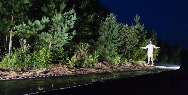 Гигантский батут в лесу