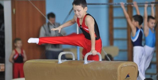 Маленькие гимнасты соревнуются в Астане