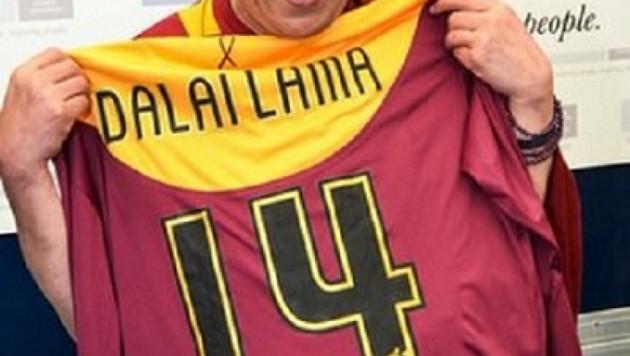 Далай-лама благословил английский клуб перед финалом Кубка лиги