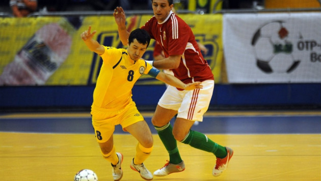 Сборная Казахстана трижды сыграет с Узбекистаном