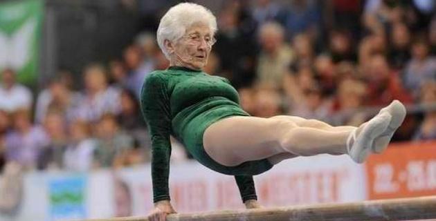 "Бабушка -гимнастка попала в книгу ""Рекордов Гиннеса"""