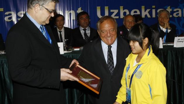 Зульфия Чиншанло получила награду лучшей штангистки мира