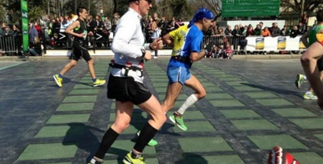 Участники марафона в Бостоне зарядили трассу энергией