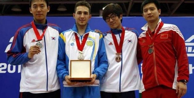 Казахстанский шпажист стал двукратным чемпионом Азии