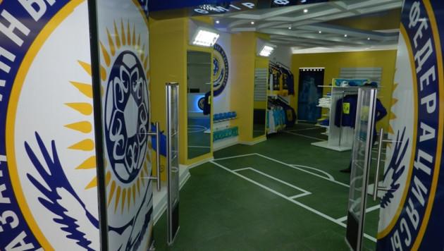 Единственный в Казахстане фан-шоп футбольной сборной закрыт