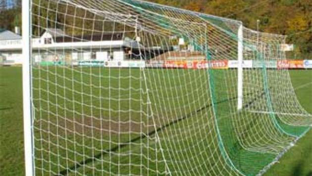Самарский подросток погиб под упавшими футбольными воротами