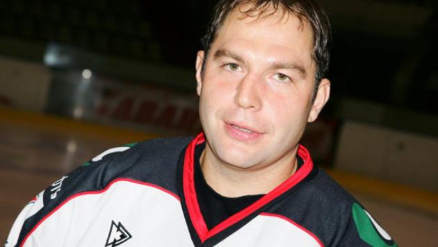 Казахстанский хоккеист Трощинский завершать карьеру не собирается