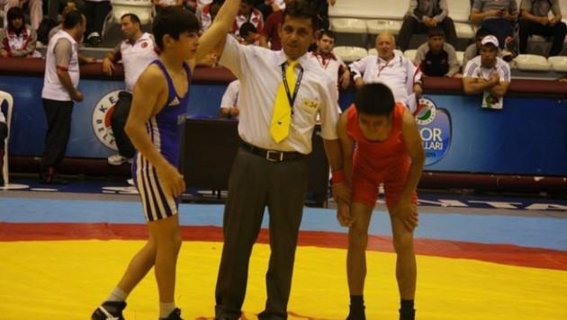 Пять медалей завоевали казахстанские борцы в первый день чемпионата Азии
