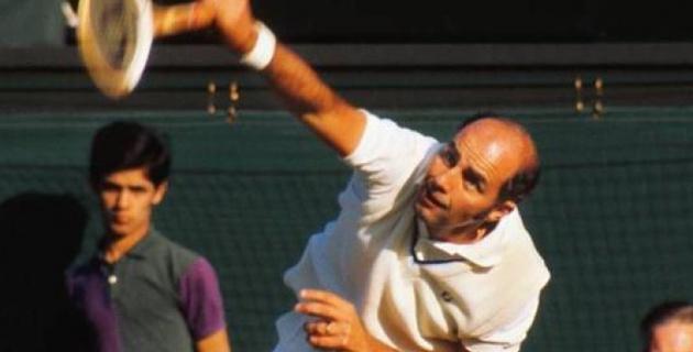 Экс-теннисиста 73-х лет обвиняют в изнасиловании несовершеннолетних девушек