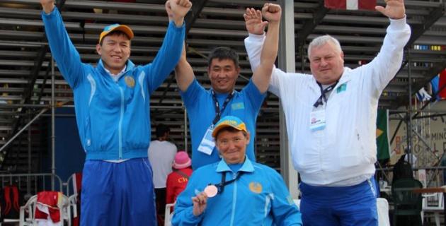 Казахстанка без ног установила мировой рекорд на ЧМ по плаванию в Канаде