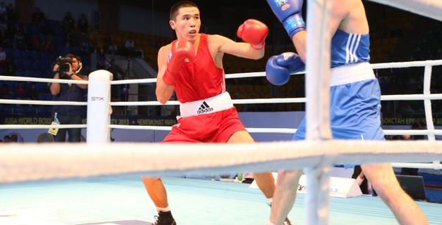 Мерей Акшалов победил шотландского боксера на чемпионате мира в Алматы