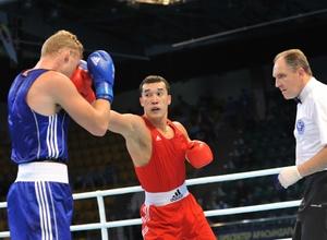 Ниязымбетов уверенно победил боксера из Косово на ЧМ в Алматы