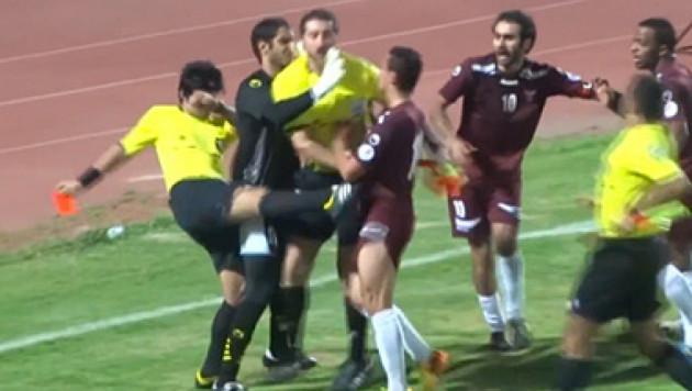 Судья в Кувейте нокаутировал футболиста
