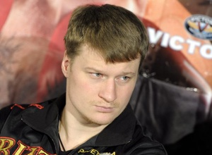 Александр Поветкин приехал в Алматы на ЧМ по боксу