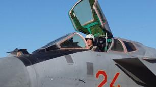 Десятиборец Карпов сел за штурвал военного истребителя