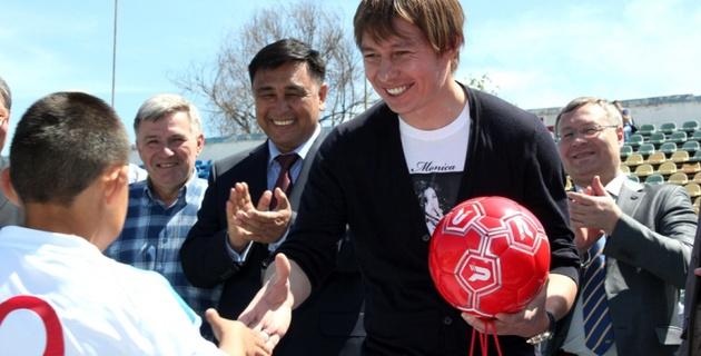 Руслан Балтиев организовал детский футбольный турнир в Алматы