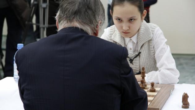 Жансая Абдумалик выиграла одну из четырех партий у Анатолия Карпова