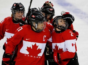 Канадские хоккеистки возглавили мировой рейтинг