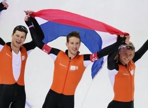 Голландские конькобежцы с рекордом ОИ победили в командной гонке