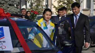 18-летней казахстанской фристайлистке аким Шымкента вручил автомобиль