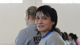 Лидер женской сборной Казахстана по борьбе тренируется на мужчинах перед ЧА
