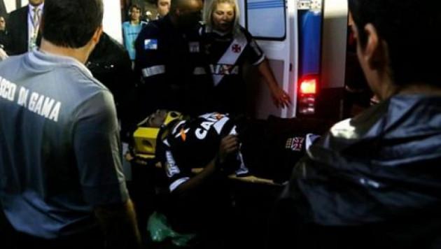Бразильский футболист потерял сознание во время матча