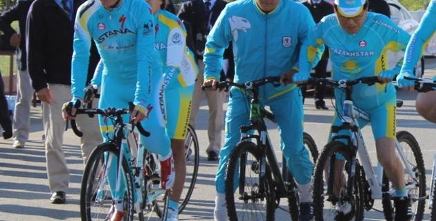Сапиев открыл трассу элитной гонки чемпионата Азии на велосипеде Винокурова