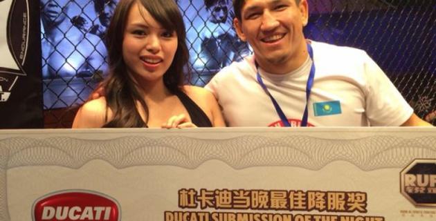 Казахстанский боец Куат Хамитов одержал победу на турнире RUFF в Шанхае