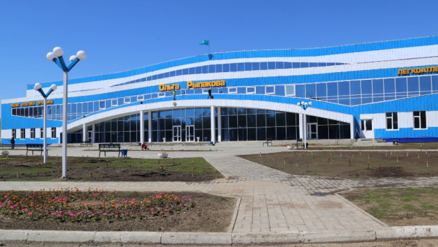 На фасаде легкоатлетического центра в Усть-Каменогорске появилось имя Ольги Рыпаковой