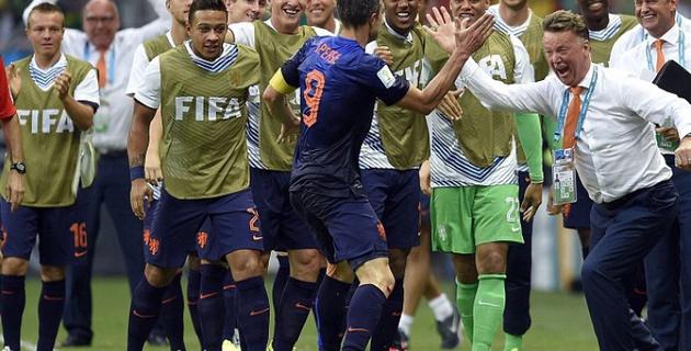 Испания и Голландия забили по голу в первом тайме на ЧМ-2014