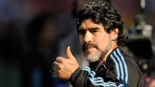 """Марадона раскритиковал Пеле и Беккенбауэра за поддержку ФИФА в """"деле Суареса"""""""