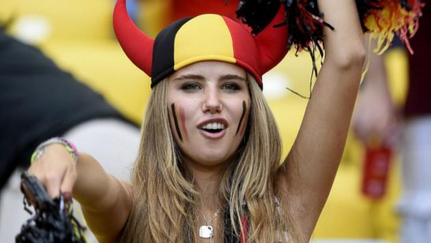 С бельгийской фанаткой разорвали модельный контракт после скандального фото