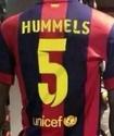 """В испанских магазинах появились футболки """"Барселоны"""" с фамилией Хуммельса"""