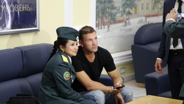 Шевченко, Фигу, Каннаваро и другие футболисты сборной мира прибыли в Алматы
