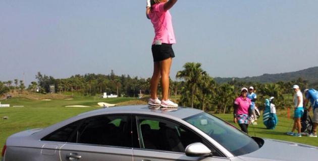 Американская гольфистка двумя ударами выиграла два автомобиля