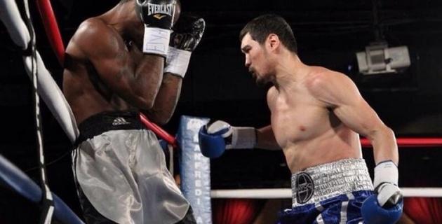 Боксер Елеусинов дебютировал на профи-ринге с досрочной победы