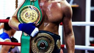 Казахстанский боксер Акбербаев нокаутировал соперника на второй минуте