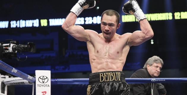 Бейбут Шуменов дебютировал с досрочной победы в первом тяжелом весе