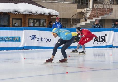 Казахстан остался без медалей в первый день ЧМ по конькобежному спорту в Алматы