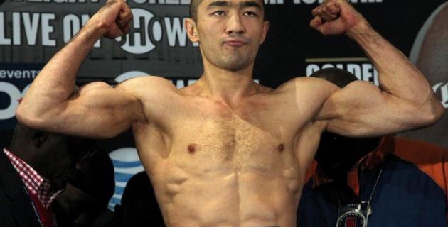 Шуменов вошел в 20-ку сильнейших боксеров в первом тяжелом весе