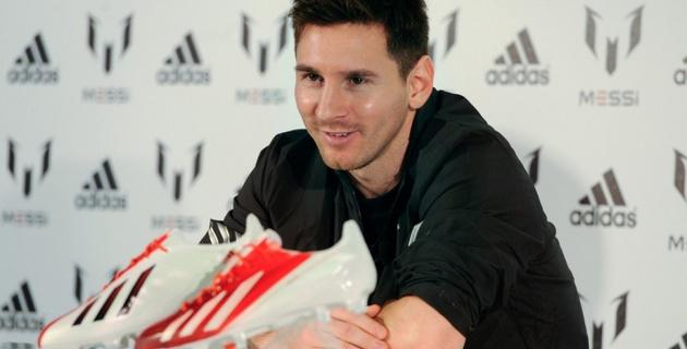 """Компания Adidas оказалась заинтересована в уходе Месси из """"Барселоны"""""""