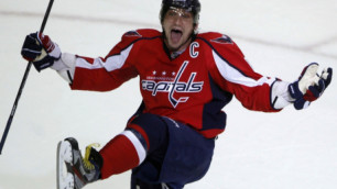 Овечкин шайбой разбил камеру в воротах в матче НХЛ