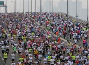 Участник марафона в Гонконге упал замертво за 100 метров до финиша