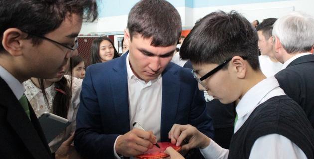 Серик Сапиев посетил Назарбаев Интеллектуальную школу в Караганде
